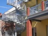 Detail ocelového únikového schodiště