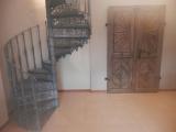 Točité schodiště a okenice
