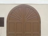 Detail novych dvernic v miste byvaleho prujezdu
