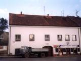 Fasada z namesti pred opravou
