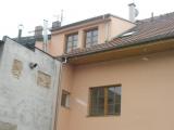 Fasada ze dvora na novy pultovy vikyr